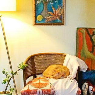 Ejemplo de dormitorio ecléctico pequeño