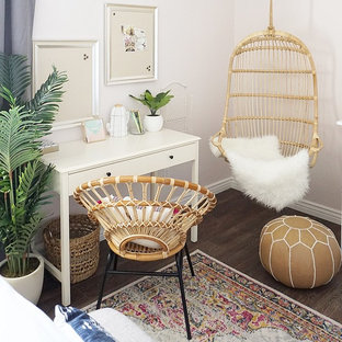 Inspiration for a mid-sized eclectic guest bedroom in Phoenix with pink walls, vinyl floors and brown floor.