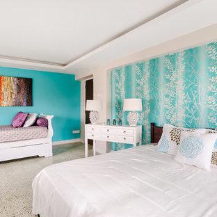 Foto de dormitorio costero con paredes azules
