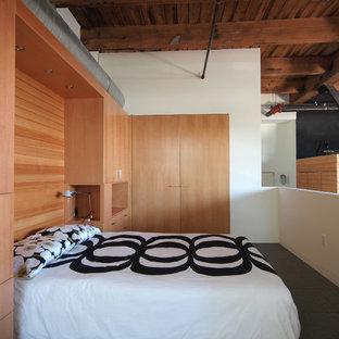 Immagine di una camera da letto stile loft industriale con pareti bianche