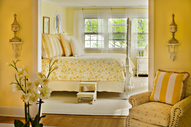 Traditional Bedroom by Bountiful