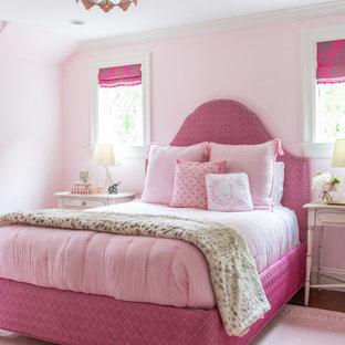 Mittelgroßes Klassisches Schlafzimmer mit rosa Wandfarbe in Boston