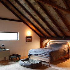 Rustic Bedroom by kimberly peck architect