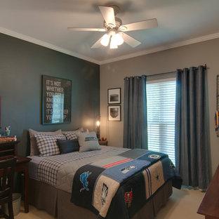 ナッシュビルの中サイズのインダストリアルスタイルのおしゃれな寝室のレイアウト