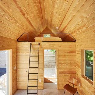 Foto de dormitorio tipo loft, contemporáneo, con paredes marrones, suelo de cemento y suelo gris