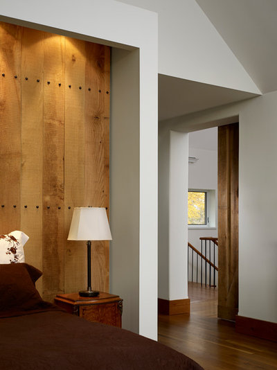 Farmhouse Bedroom by Moger Mehrhof Architects
