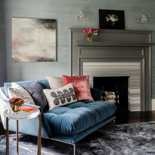 ボストンの中くらいのトランジショナルスタイルのおしゃれな主寝室 (青い壁、標準型暖炉、石材の暖炉まわり、濃色無垢フローリング) のレイアウト