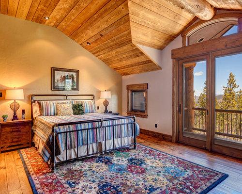 rustikale schlafzimmer mit braunem holzboden ideen. Black Bedroom Furniture Sets. Home Design Ideas