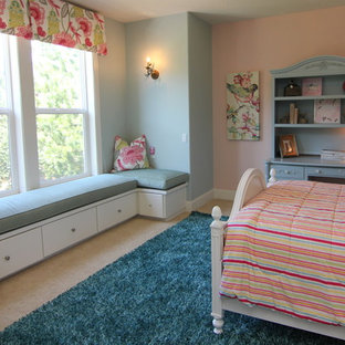 Bedroom - mid-sized craftsman guest carpeted bedroom idea in Portland with pink walls and no fireplace