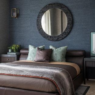 Modelo de habitación de invitados clásica renovada con paredes azules, moqueta y suelo beige
