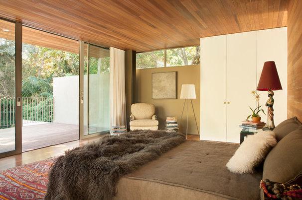 Midcentury Bedroom by BiLDEN