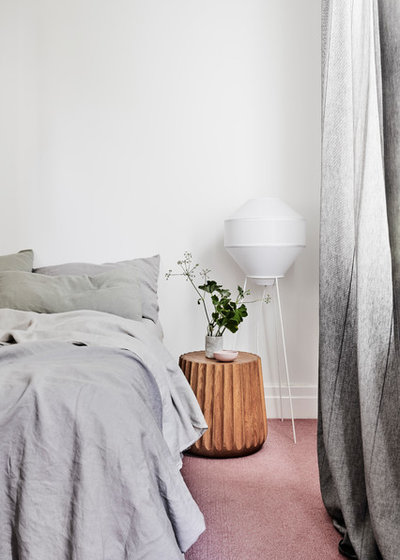 Modern Bedroom by Taylor Knights