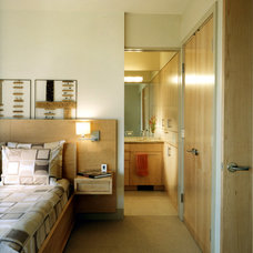 Contemporary Bedroom by Michael Knowles, Architect