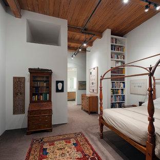 Foto di una camera da letto minimalista con pareti bianche