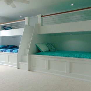 Inspiration for a large contemporary guest bedroom remodel in Philadelphia