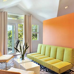 Пример оригинального дизайна: спальня в современном стиле с оранжевыми стенами