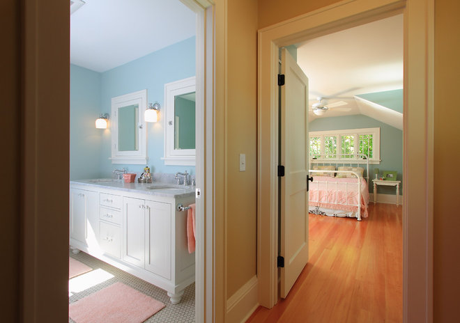 Traditional Bedroom by w.b. builders