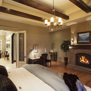 Foto di una camera da letto chic con cornice del camino in mattoni e camino classico