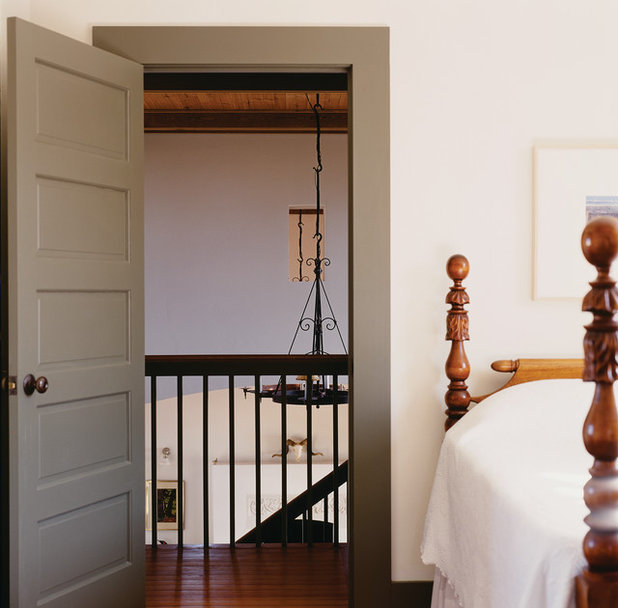 Farmhouse Bedroom by Michael G Imber, Architects