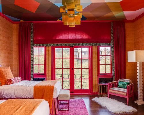 Camera da letto con parquet scuro e pareti arancioni - Foto e Idee ...