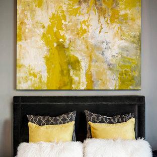 Diseño de dormitorio tradicional renovado con paredes grises
