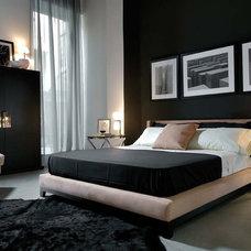 Traditional Bedroom by usona