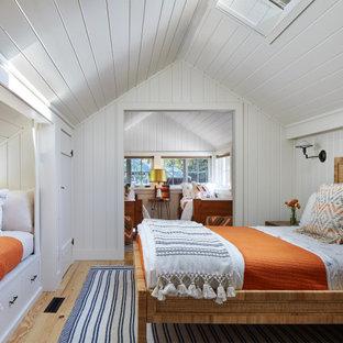 Exempel på ett rustikt sovrum