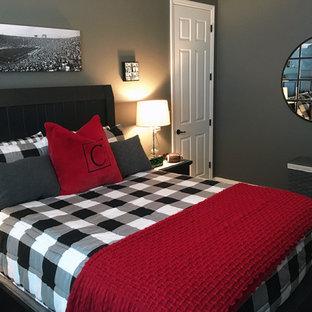 Modelo de dormitorio clásico renovado, de tamaño medio, sin chimenea, con paredes grises, moqueta y suelo gris