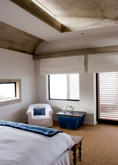 Beach Style Bedroom by paul oosthuizen architects