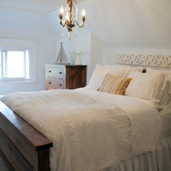 traditional bedroom Canadian Cottage
