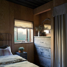 Rustic Bedroom by MW|Works Architecture+Design