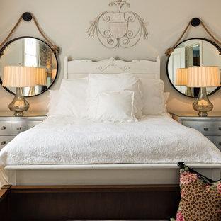 ボストンの小さいシャビーシック調のおしゃれな主寝室 (グレーの壁、濃色無垢フローリング、暖炉なし) のレイアウト
