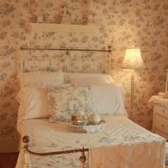 traditional bedroom Carolyn Aiken