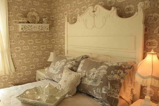Traditional Bedroom Carolyn Aiken