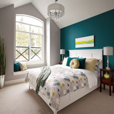 Modern Bedroom by Wallmark Homes