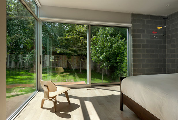 Modern Bedroom by Western Window Systems
