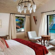 Eclectic Bedroom by Constructora Malver