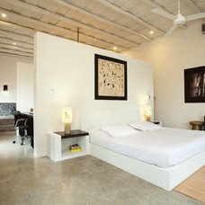 Modern Bedroom by ABC Real Estate Costa Rica
