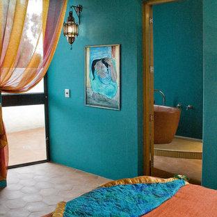 Inspiration pour une chambre sud-ouest américain avec un mur vert.