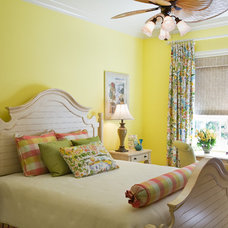 tropical bedroom by JMA INTERIOR DECORATION