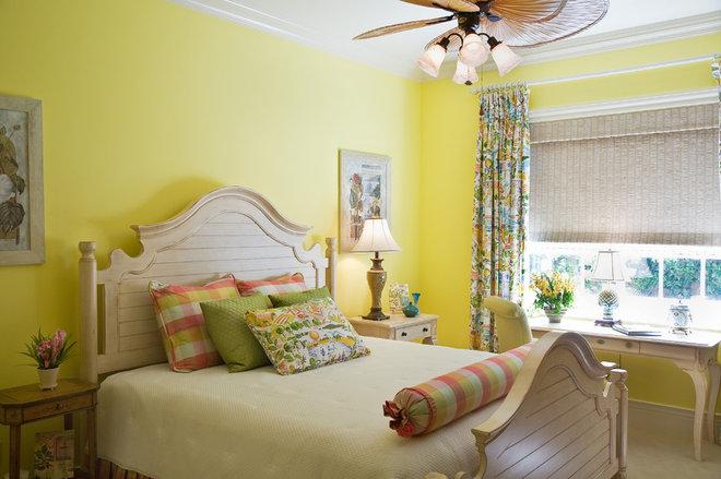 Tropical Bedroom by JMA INTERIOR DECORATION