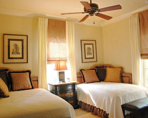 mediterrane schlafzimmer mit gelben w nden ideen design. Black Bedroom Furniture Sets. Home Design Ideas