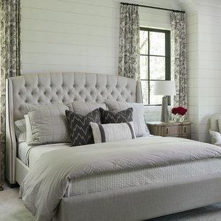 Idée de décoration pour une chambre tradition avec un mur blanc et un sol gris.