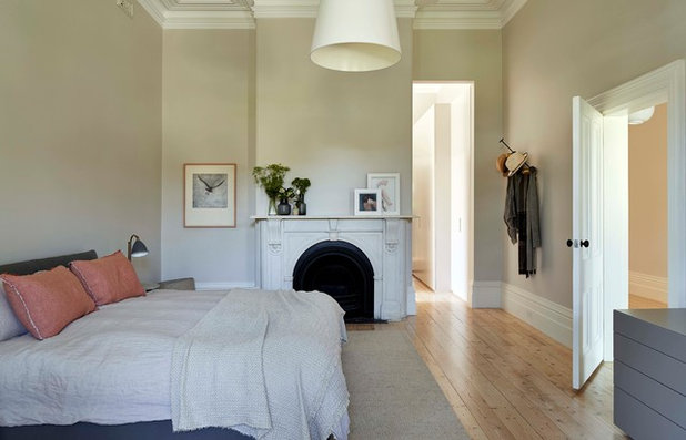 Transitional Bedroom by RBA Architects and Conservation Consultants
