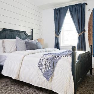 Inspiration för ett mellanstort maritimt sovrum, med vita väggar och grått golv