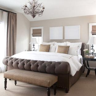 Modelo de dormitorio clásico con paredes grises y moqueta