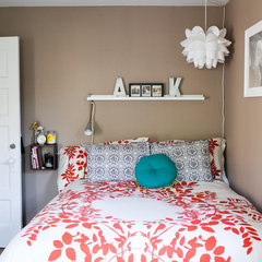 modern bedroom by Jennifer Young