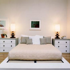 Contemporary Bedroom by Chapman Architects