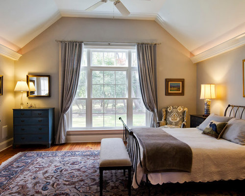 Cape Cod Bedroom With Low Ceiling Home Design Ideas