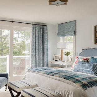 Foto di una camera da letto chic con pareti bianche